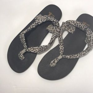 Sanuk Yoga Leopard Print Sandals Size 8